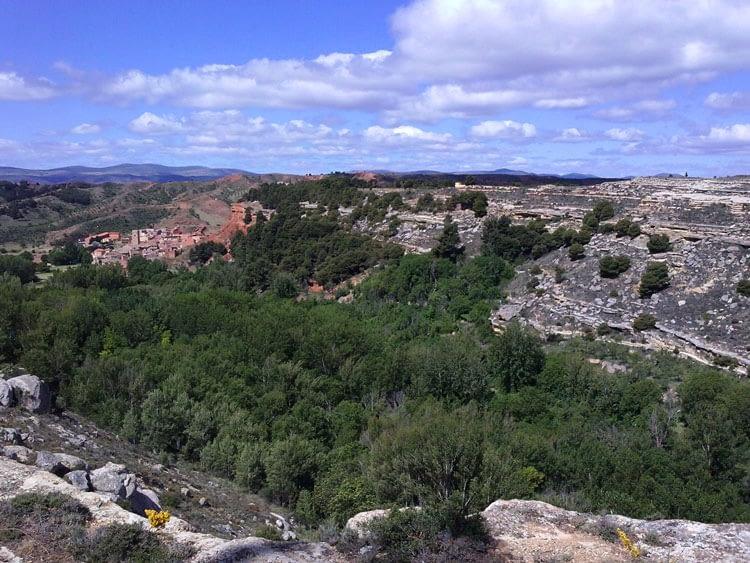 Valle en saco y manantial del Aguallueve en Anento.